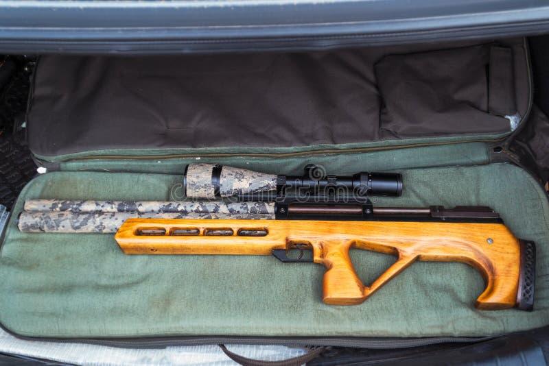 Fusil pneumatique avec un appareil optique de visée photo stock