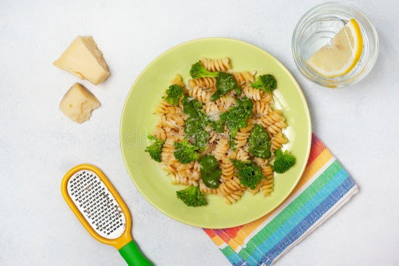 Fusilli de pâtes avec le brocoli photos libres de droits