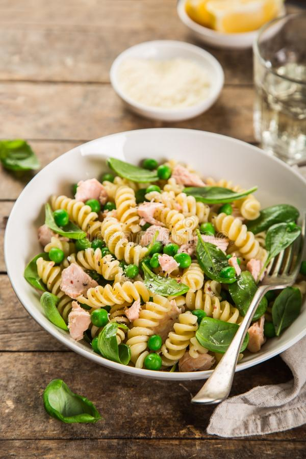Free Fusilli Pasta With Salmon, Spinach And Grean Peas Royalty Free Stock Photos - 105307138