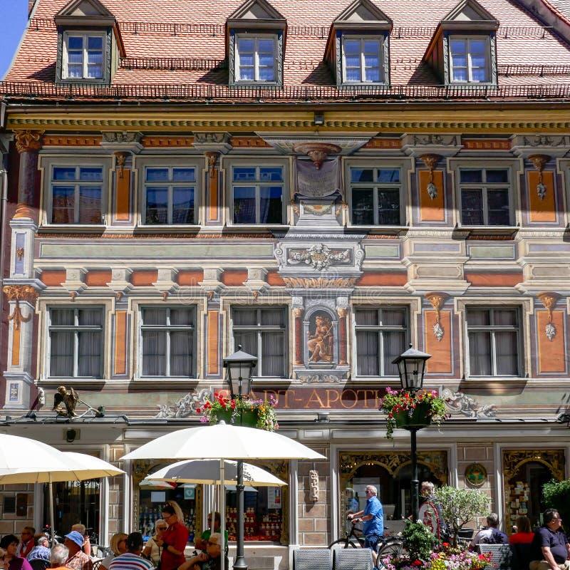 FUSSEN, Niemcy Czerwiec 11, 2017: Cudowny Dziejowy Grodzki Fuessen w Bavaria z Malującą fasadą zdjęcie royalty free
