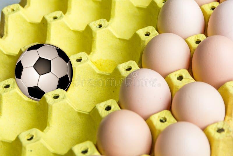 Futbol w jajecznej tacy obrazy stock