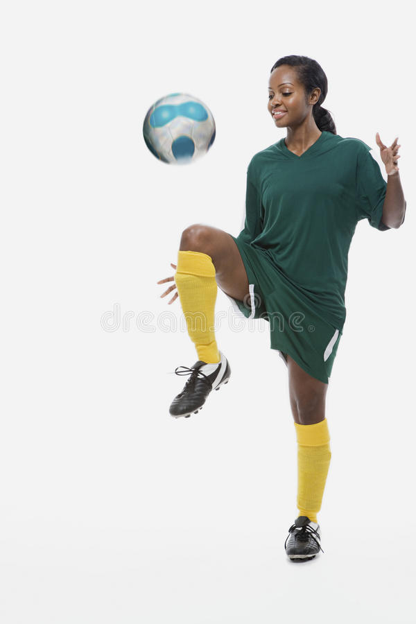 Futbolista bawić się keepy uppy zdjęcie stock