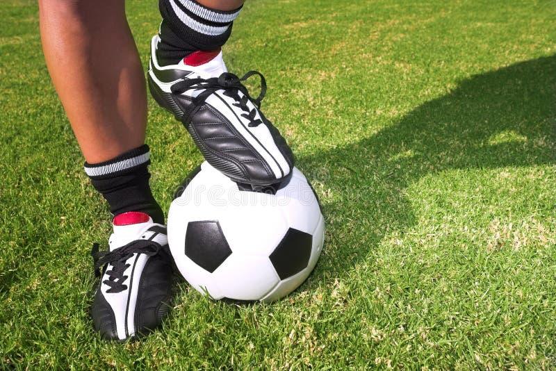 Futbolista con una bola imágenes de archivo libres de regalías