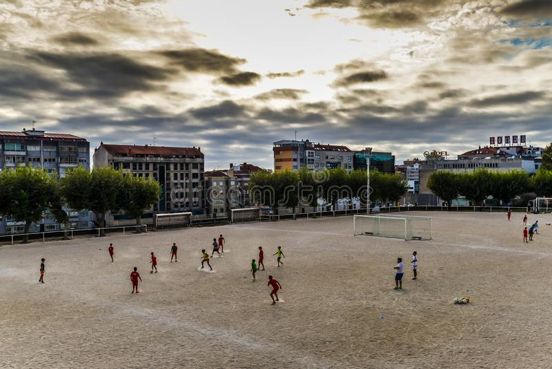 Futbolowa praktyka w Vigo, Hiszpania - obrazy royalty free
