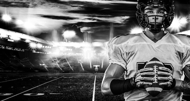 Futbolu amerykańskiego gracz, sportowiec w hełmie na stadium Pekin, china Sport tapeta zdjęcia stock