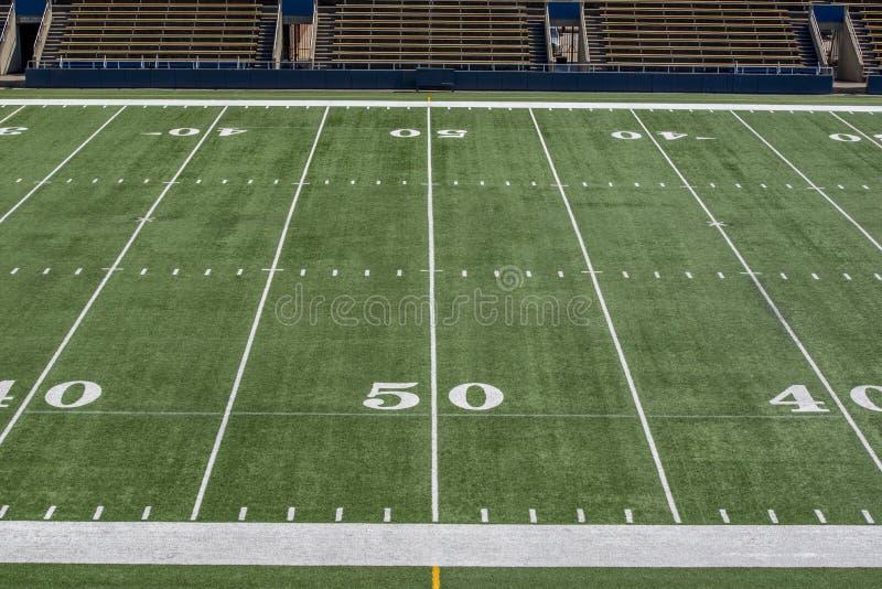 Futbolu amerykańskiego pole z 50 boczną linią boiska fotografia royalty free