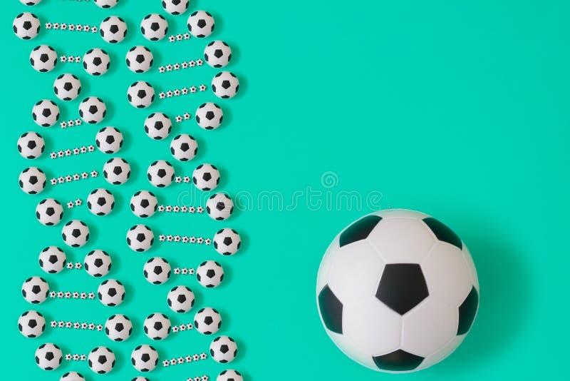 Futbolu dna na b??kitnym tle royalty ilustracja