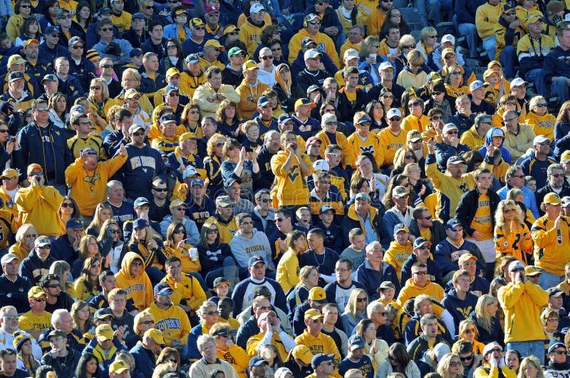 Futebol americano da faculdade - multidão - WVU imagem de stock