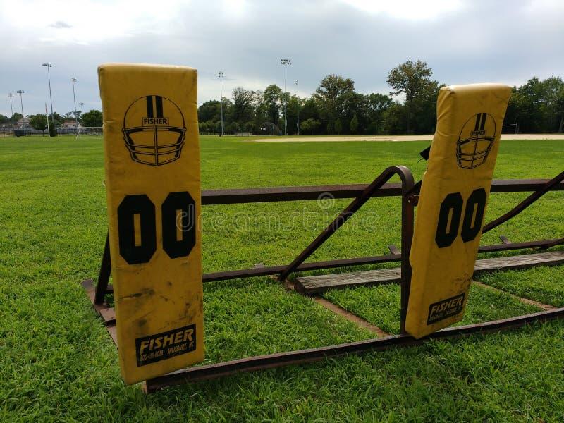 Futebol americano, treinamento, obstruindo o trenó, Team Practice fotografia de stock royalty free