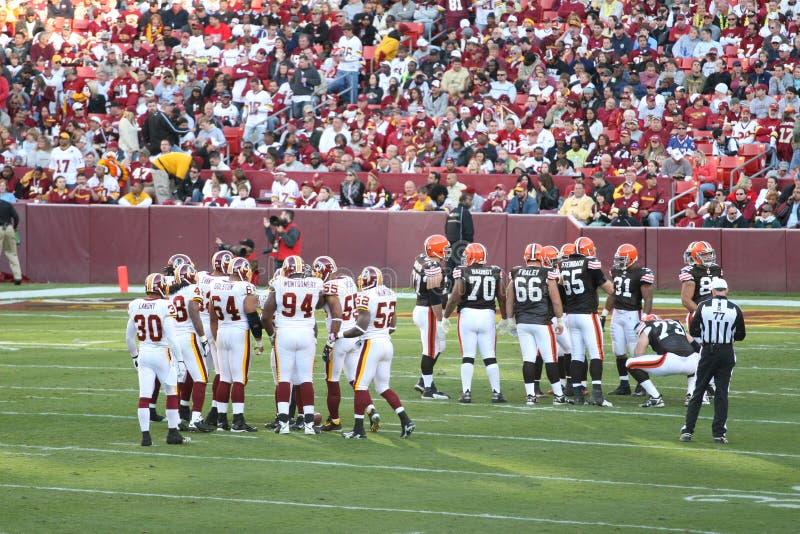 Futebol do NFL: Marrons dos Redskins v. imagens de stock