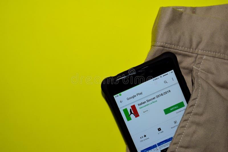 Futebol italiano 2018/2019 de aplicação do colaborador na tela de Smartphone foto de stock royalty free