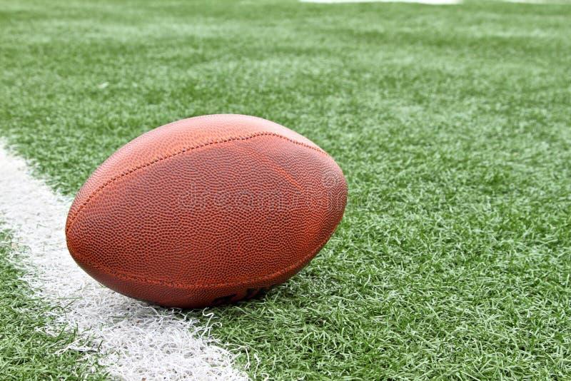 Futebol na linha de jardas imagem de stock