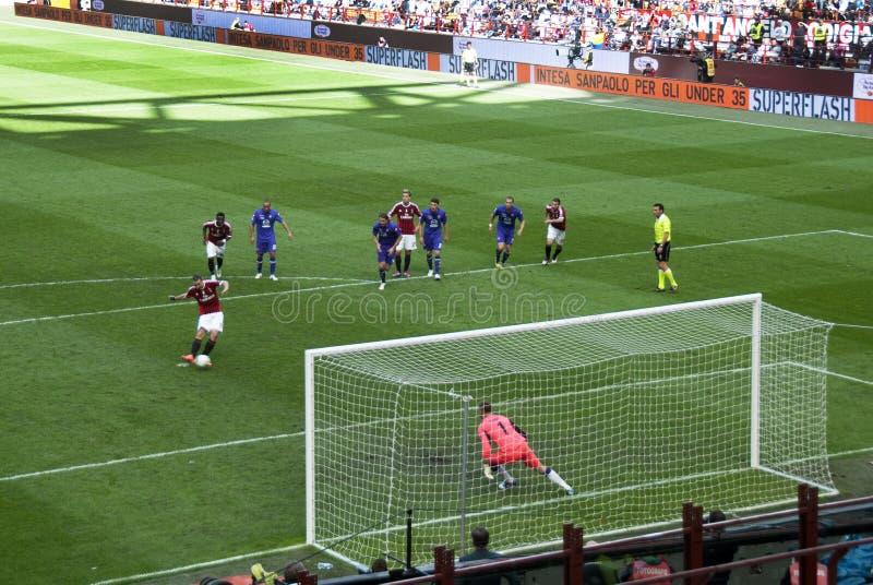Futebol - o pontapé de grande penalidade fotografia de stock