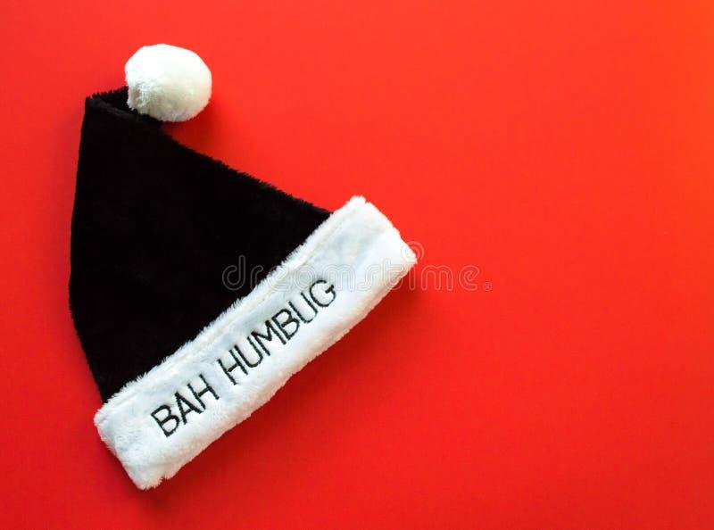 Futerkowy kapelusz mówi Bah humbuga na czerwonym tle obraz royalty free