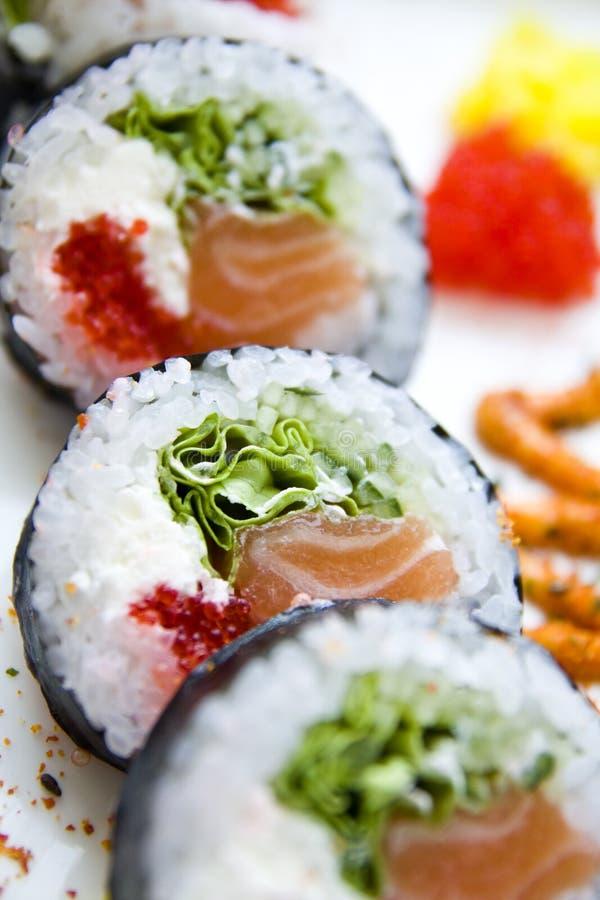 Futomaki σουσιών στο πιάτο στοκ φωτογραφίες με δικαίωμα ελεύθερης χρήσης