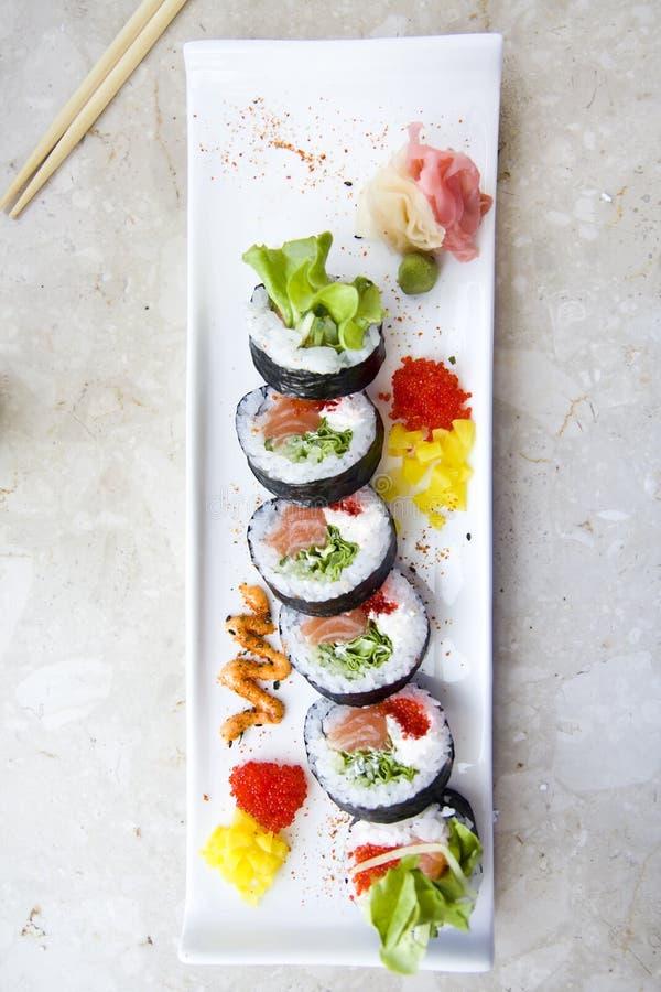 Futomaki σουσιών στο πιάτο στοκ φωτογραφία με δικαίωμα ελεύθερης χρήσης