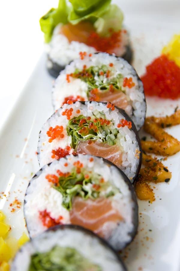 Futomaki σουσιών στο πιάτο στοκ φωτογραφίες