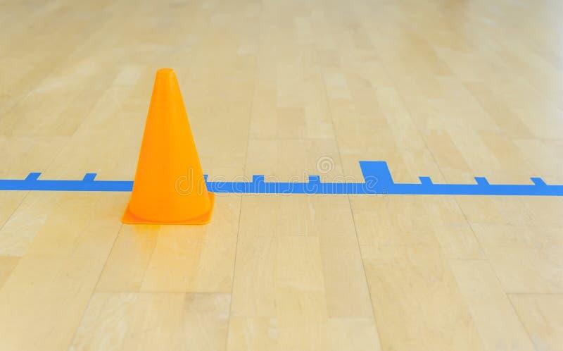 Futsal volleyboll, handboll, basket, fotboll som trainning och hallgolvlinjer royaltyfri bild