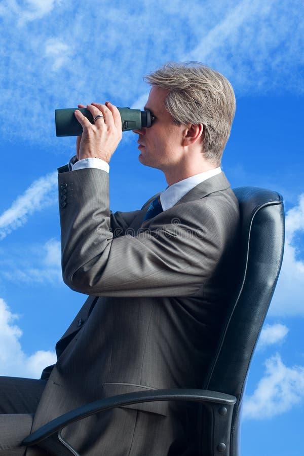 Futur de fieldglasses d'homme d'affaires photos libres de droits
