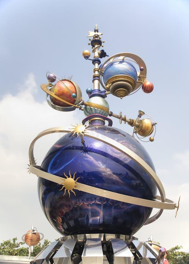Futuristisch beeldhouwwerk, Hong Kong Disneyland stock afbeeldingen