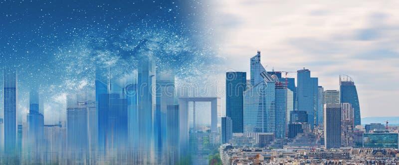 Futuristische digitale Stadtentwicklung, moderne Stadt mit glühendem Licht des futuristischen errichtenden Hologramms lizenzfreie stockfotos