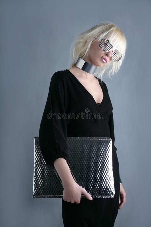 Futuristische Geschäftsfrau der blonden Art und Weise stockfotos