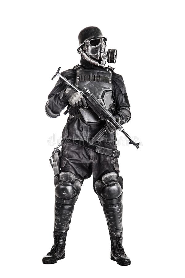 Futuristische nazi militair met schmeisser stock afbeelding