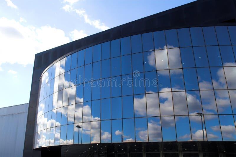 Futuristischer Geschäftszentrum-Dachaufbau lizenzfreie stockfotos