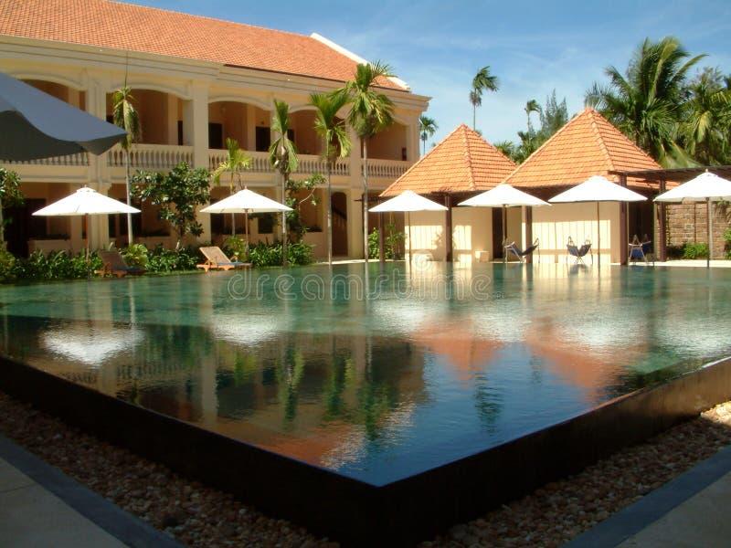 Download Futuristischer Swimmingpool. Stockfoto - Bild von wohlhabend, vietnam: 46442