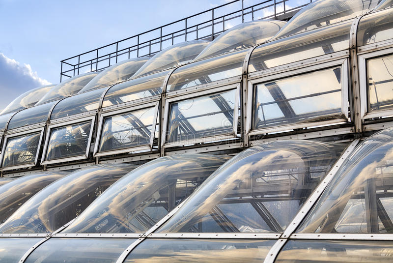 Futuristisk fönsterfasad arkivfoto