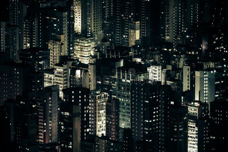 Futuristisk nattcityscape med skyskrapor Hong Kong arkivbild