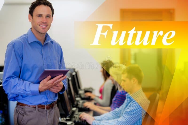 Futuro contra o professor com os estudantes que usam computadores na sala de computador fotografia de stock