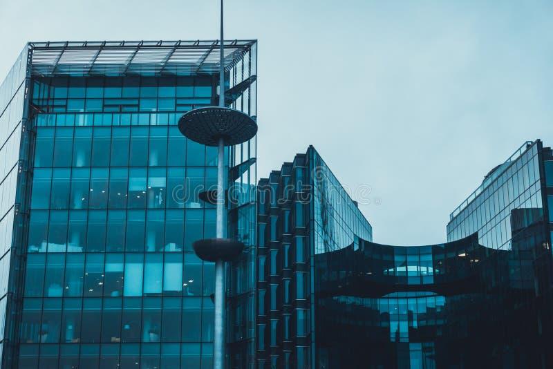 Futurystyczna budynek biurowy powierzchowność zdjęcia royalty free