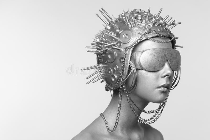 Futurystyczna kobieta w metali szkłach i hełmie zdjęcie royalty free