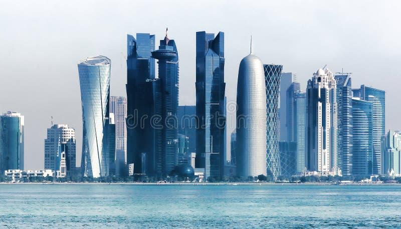 Futurystyczna miastowa linia horyzontu Doha, Katar obraz royalty free