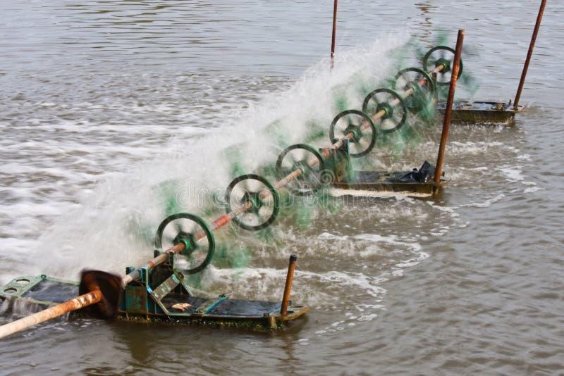 fyll på vatten för maskinsyreturbinen arkivfoton