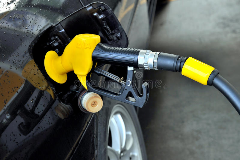 Fyllande Petrol royaltyfri bild
