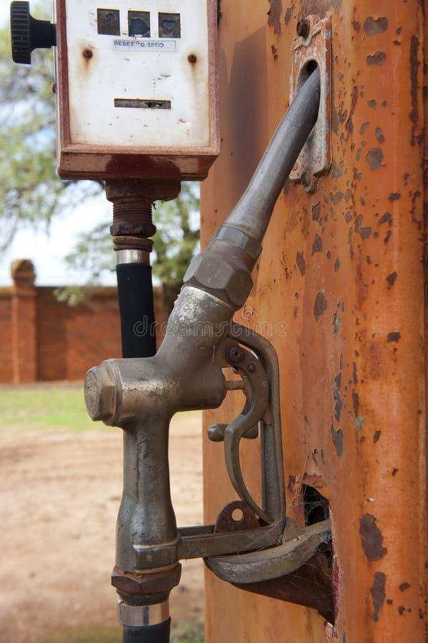 Download Fyllande pump fotografering för bildbyråer. Bild av metall - 19776201
