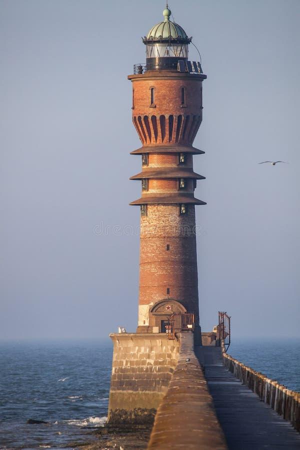 Fyr - atlantisk kust, Dunkerque, Frankrike royaltyfri bild