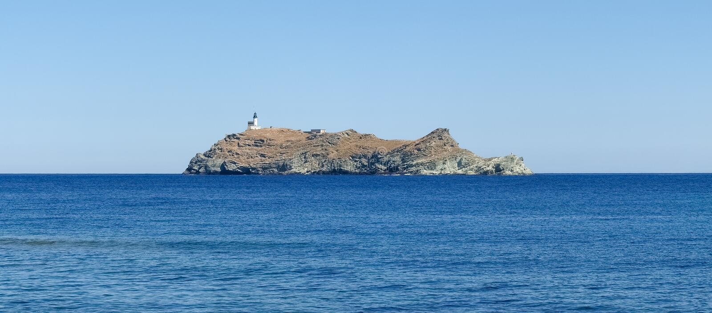 Fyr av ön Giraglia royaltyfria foton