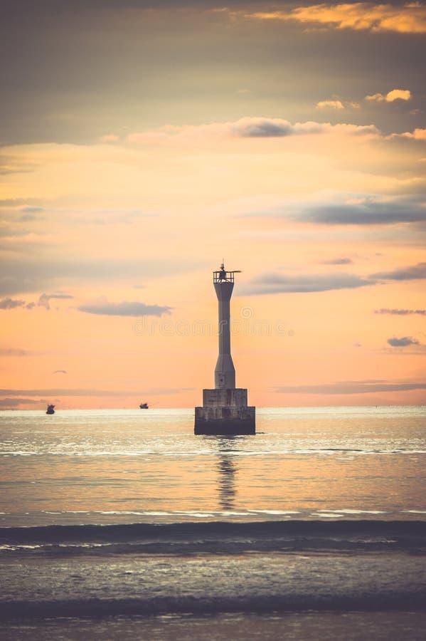 Fyr i havet royaltyfria bilder