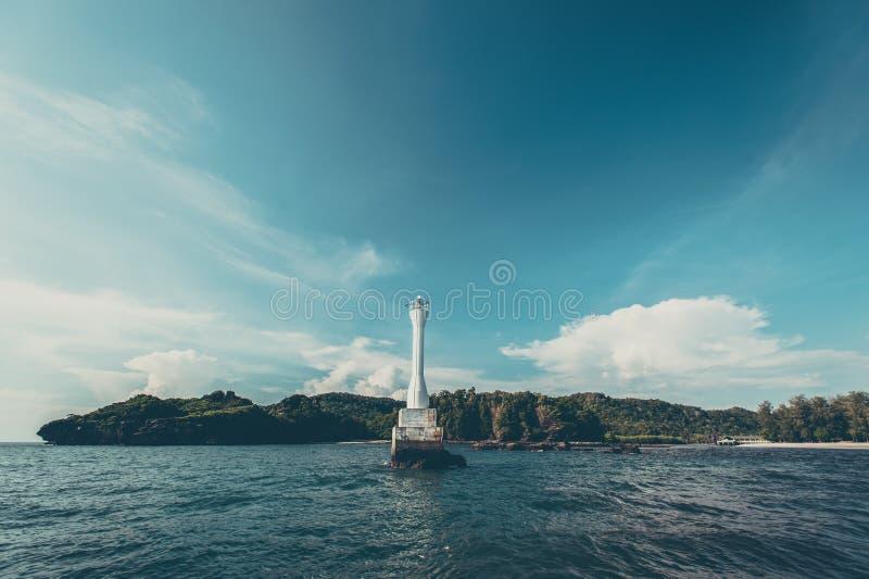 Fyr i havet arkivfoto
