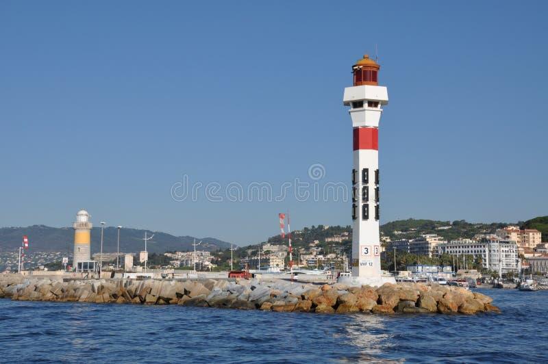 Fyr i Port Le Vieux i Cannes Frankrike royaltyfri foto