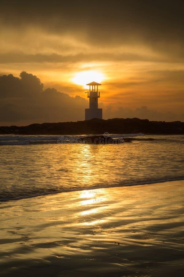 Fyr i solnedgång royaltyfria bilder