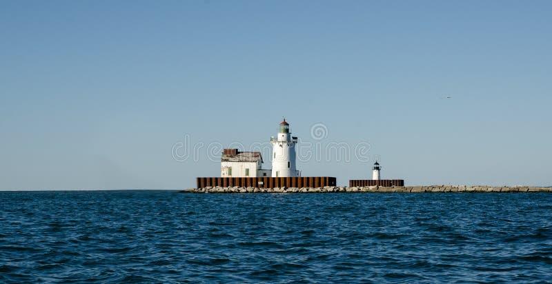 Fyr nära hamnen arkivbilder
