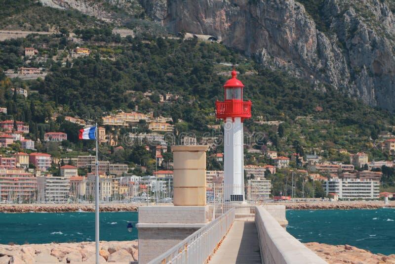 Fyr och berg Menton Nice, Frankrike arkivfoto