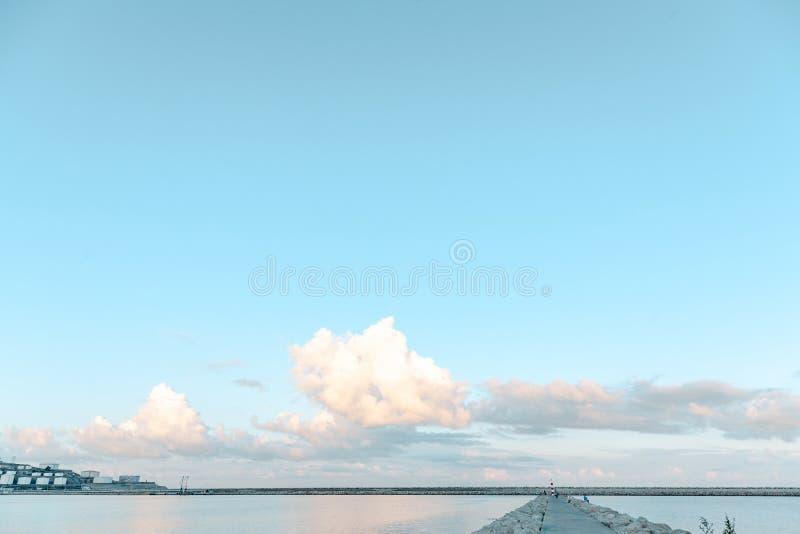 Fyr på horisonten arkivbild