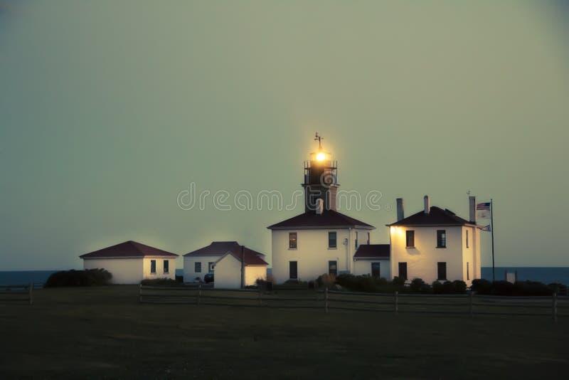 Fyr på natten i Jamestown Rhode Island arkivbilder