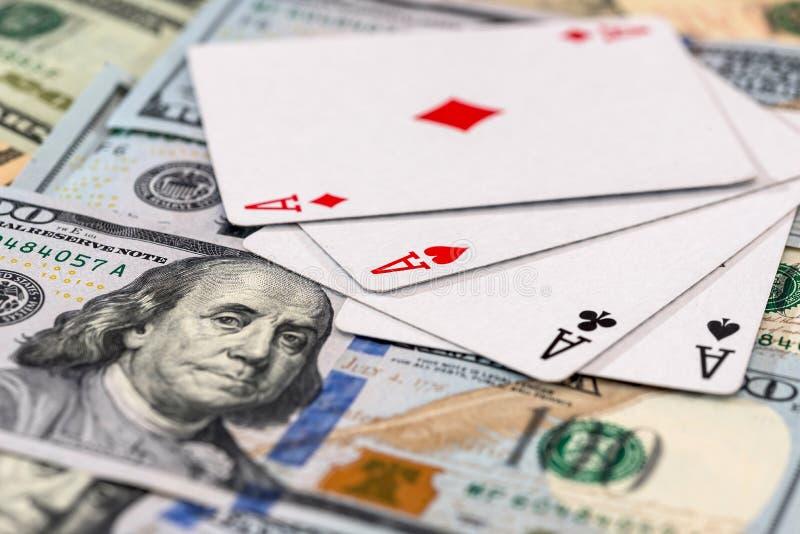 'Fyra överdängares kombination på amerikanska dollarsedlar royaltyfria foton