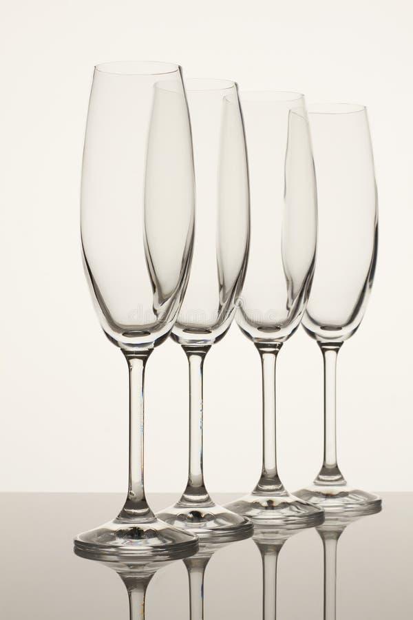 Fyra bräckliga bägare för vin eller champagne arkivfoton